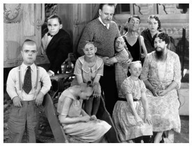 Imagen 7. Staff de un freak show